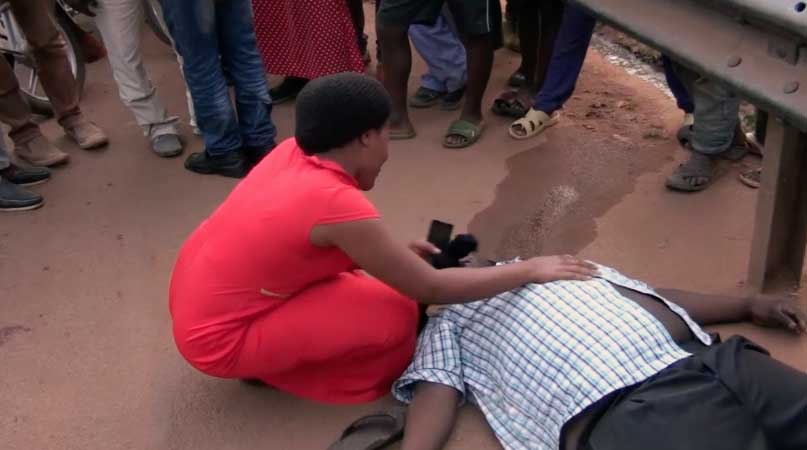 A Man Collapses In The Road & Dies Instantly, Residents Fights Police Over Delay